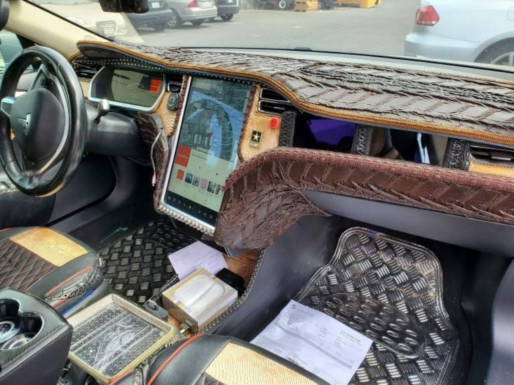 Tesla Model S с салоном из крокодильей кожи
