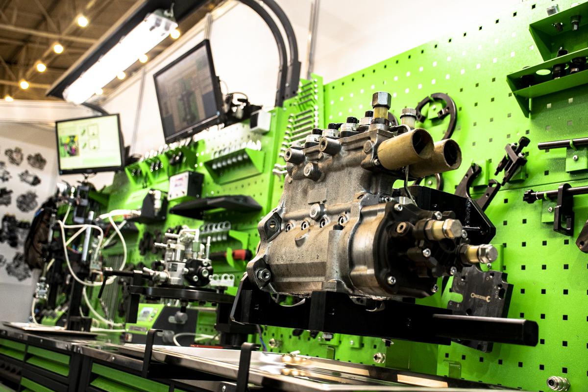 Различное оборудование для обслуживания двигателя