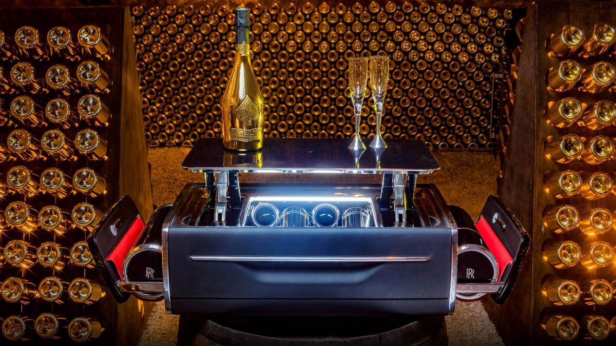 Им стал ящик для шампанского за 47 000 долларов