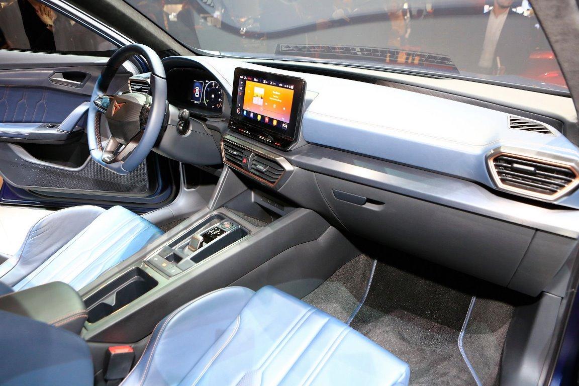 В интерьере кроссовера просматриваются черты автомобилей Volkswagen AG