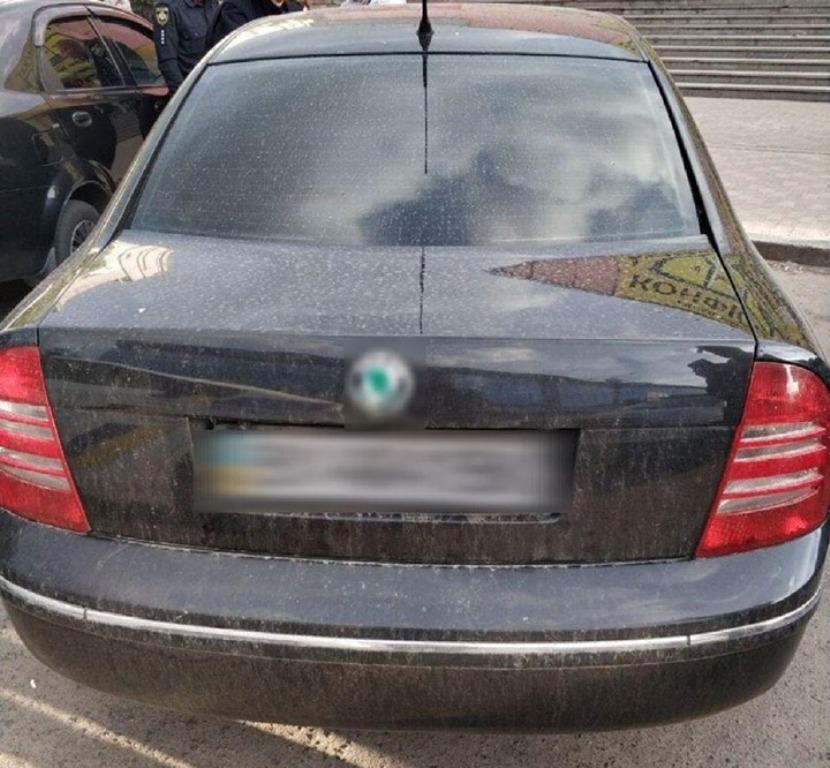 За подделку документов водителя автомобиля Skoda передали следователям