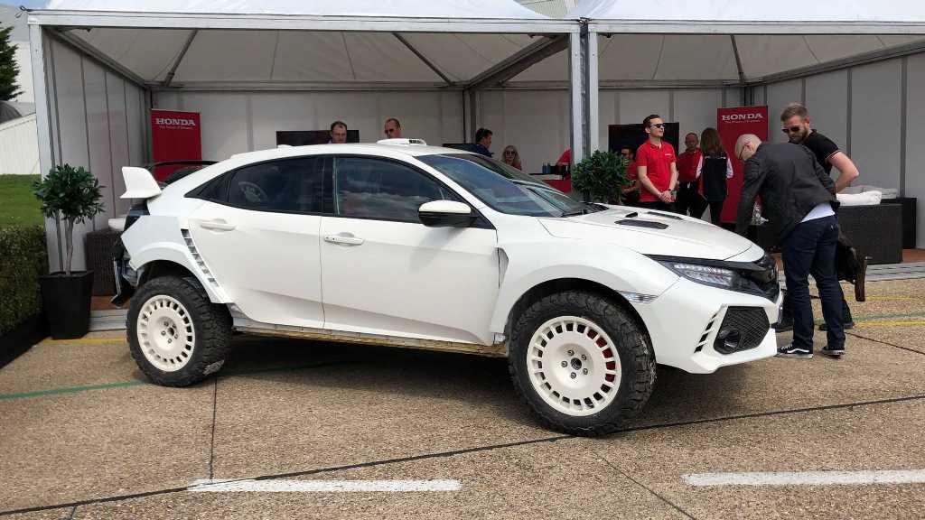 Британская команда Honda Touring Car Team превратила хетчбек в необычный кроссовер для ралли рейдов
