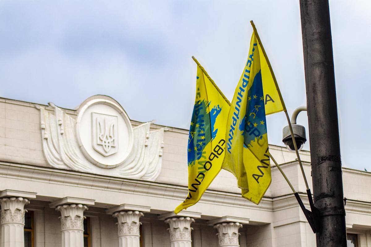 Активисты приняли решение ночевать под стенами Верховной Рады