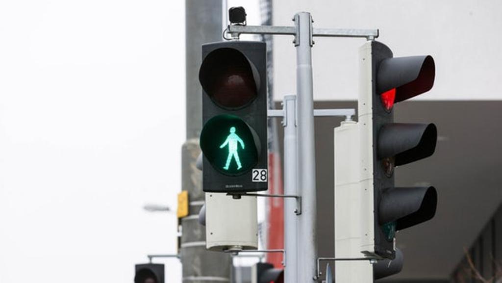 Умные светофоры будут определять приближение человека и включать зеленый сигнал