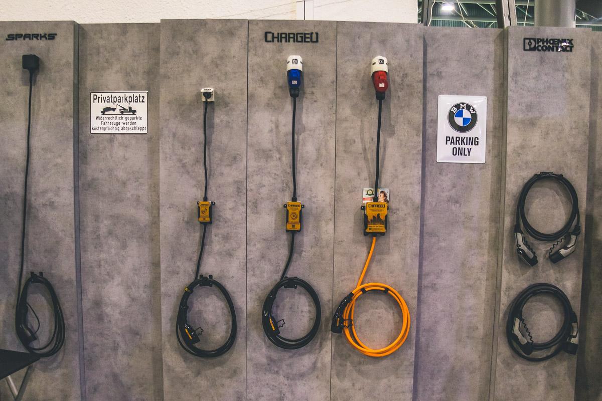 Многие производители представили свои зарядные устройства