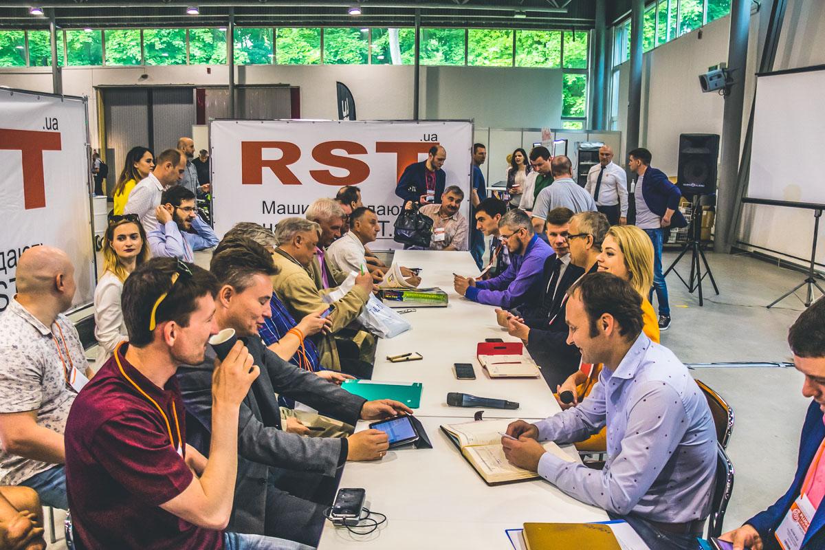 На выставке обсуждали дальнейшее развитие отрасли электрокаров в Украине