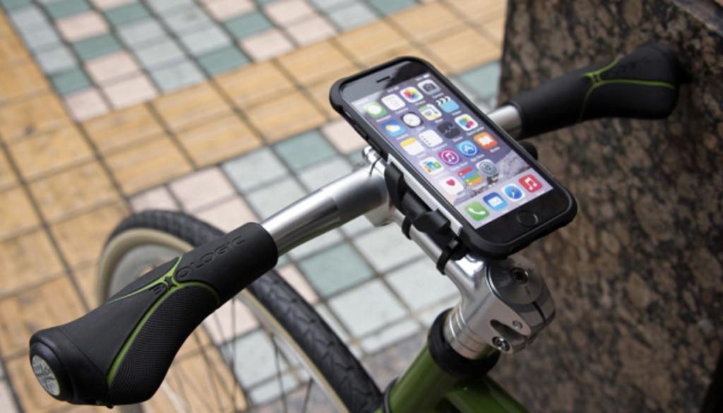 В Нидерландах велосипедистам запретили разговаривать по телефону