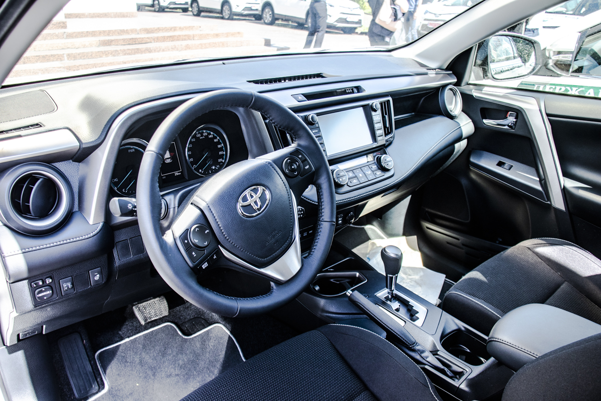 Автомобили оснащены вариаторной коробкой передач