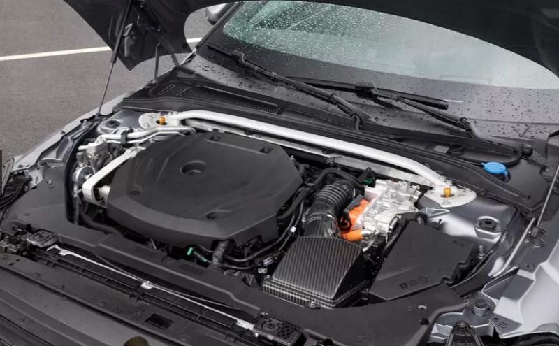Polestar 1 оснащен 2,0-литровым четырехцилиндровым турбодвигателем мощностью 325 л.с., который дополняет 68-сильный электромотор.