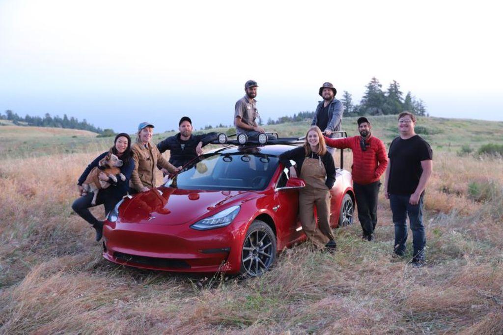 В трансформации электрокара участвовала команда механиков и модификаторов автомобилей