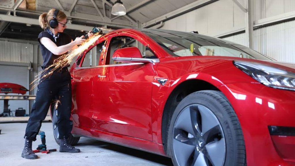Герц потратила более года на планирование и проектирование, прежде чем приступить к перевоплощению Model 3 в пикап