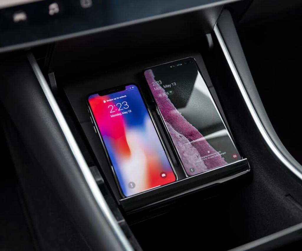 Компания Tesla выпустила беспроводное зарядное устройство