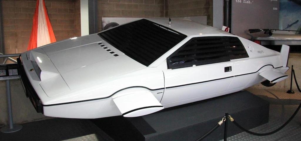 Илон Маск приобрел автомобиль Бонда за 1 миллион долларов