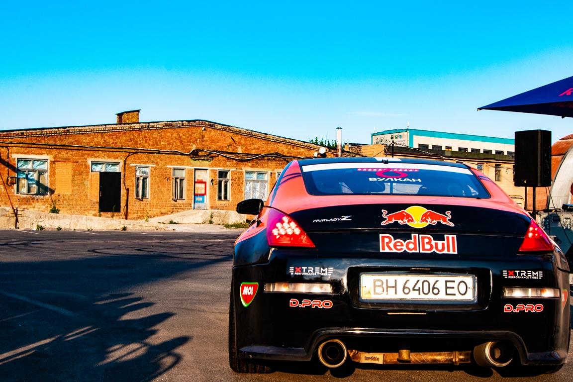 Он катал победителей конкурса от Red Bull