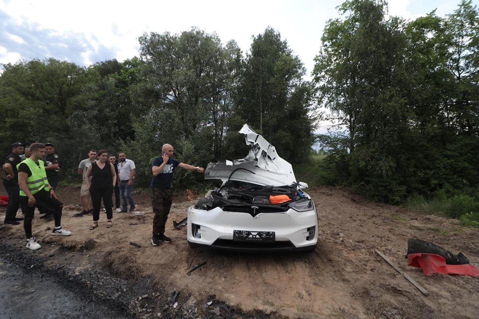 В результате столкновения погибла девушка-пассажир кроссовера