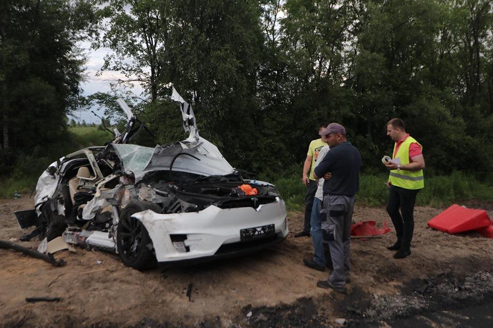 Произошло смертельное ДТП с участием Tesla на трассе Киев-Житомир