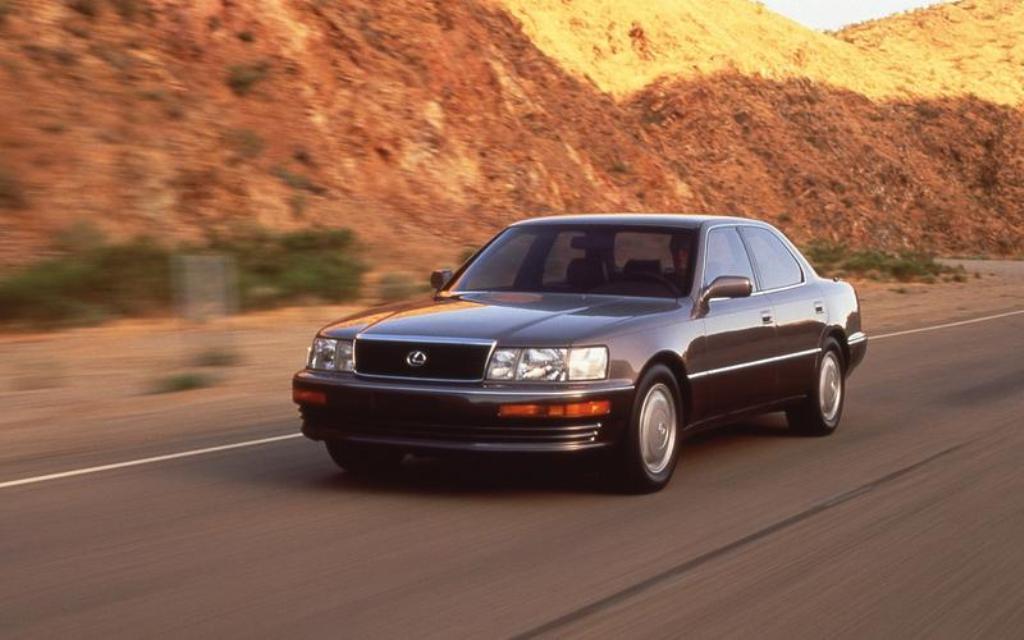 Lexus LS претерпел несколько рестайлингов