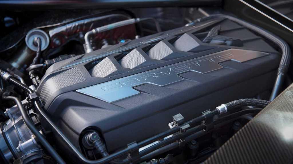 Под капотом которого расположен атмосферным 6,2-литровый двигатель LT2 V8 мощностью 490 л.с.