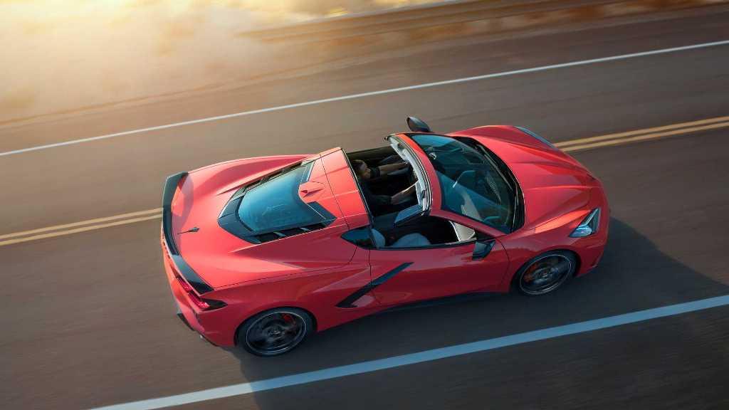 Как и в предыдущих Corvette, может подниматься крыша