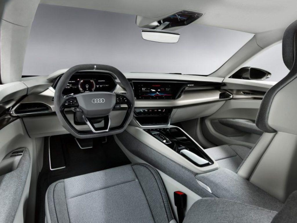 Приводить в движение e-tron GT будут два электромотора, разработанный Porsche для Taycan