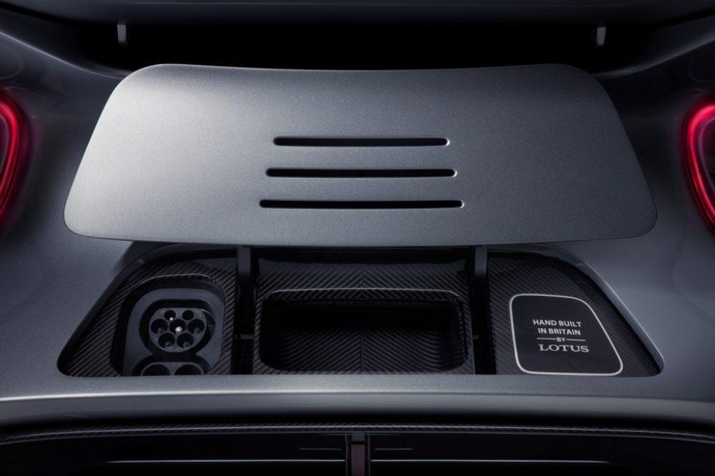 Гиперкар оснащен четырьмя электродвигателям, по одному для каждого колеса, и выдает мощность в 1973 л.с.