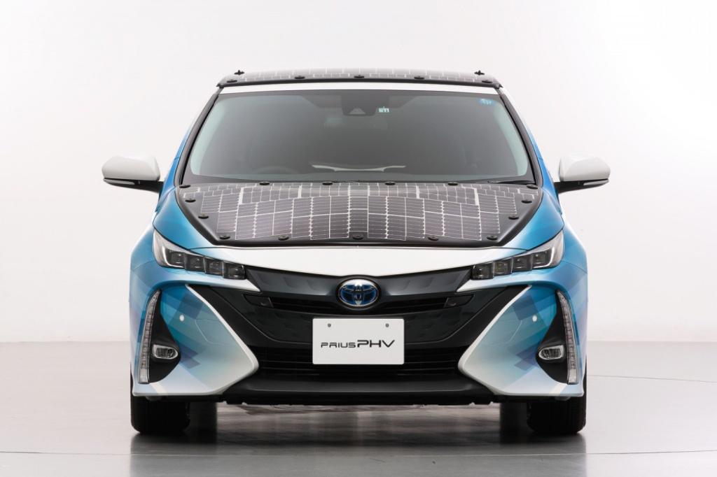 Гибридную версию Toyota Prius оснастили солнечными батареями