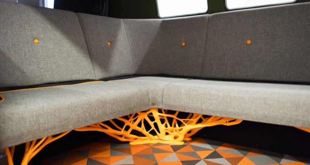 Плетенные элементы дополняют и внутренний дизайн фургона