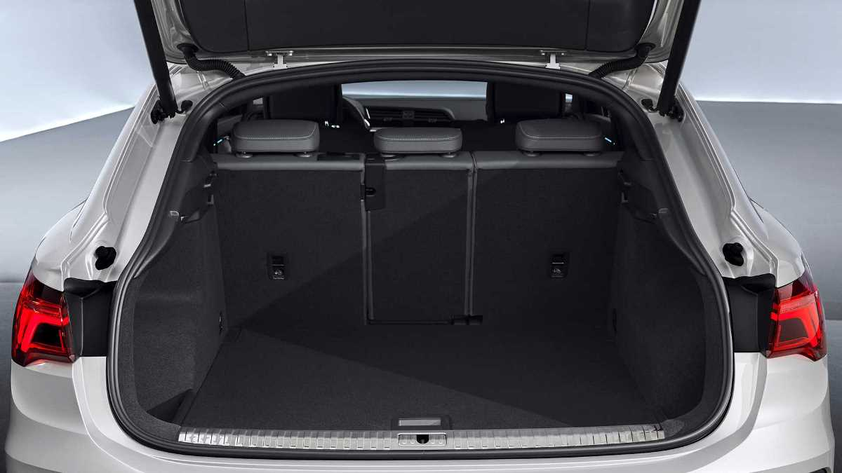 Из-за покатистой крыши объем багажника уменьшился на 100 литров