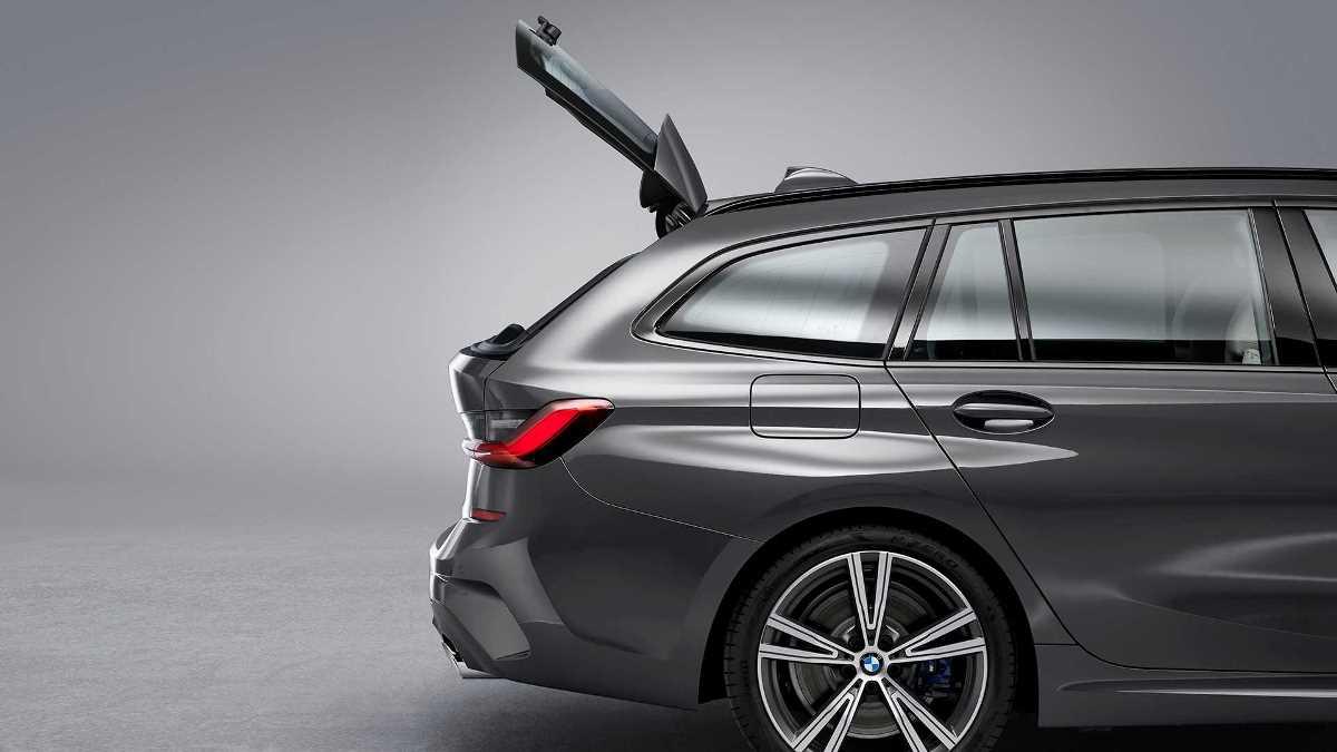 В универсалах BMW багажник может открываться двумя способами
