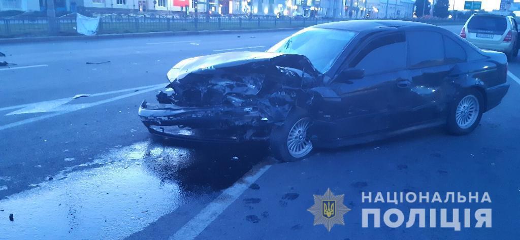 Водитель и пассажиры BMW не пострадали, а автомобиль получил серьезные механические повреждения