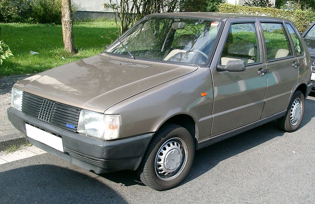 Этот мини-автомобиль дебютировал в марте 1983 года