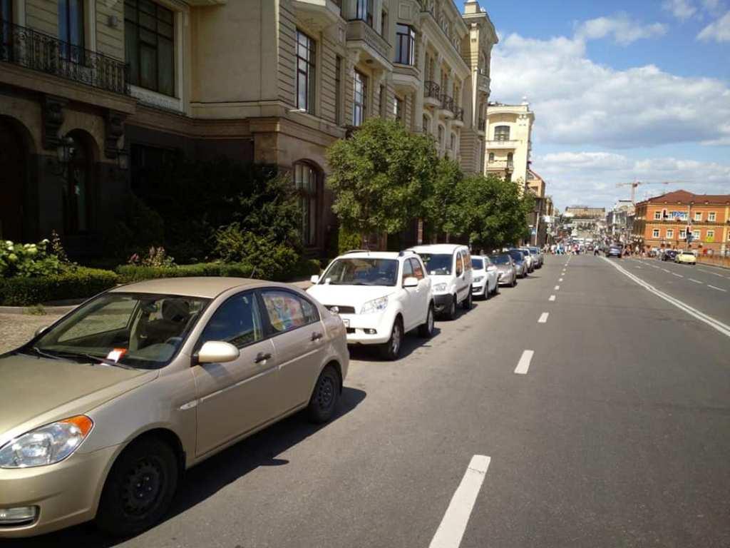 В Киеве инспекторы начали штрафовать за неправильную парковку