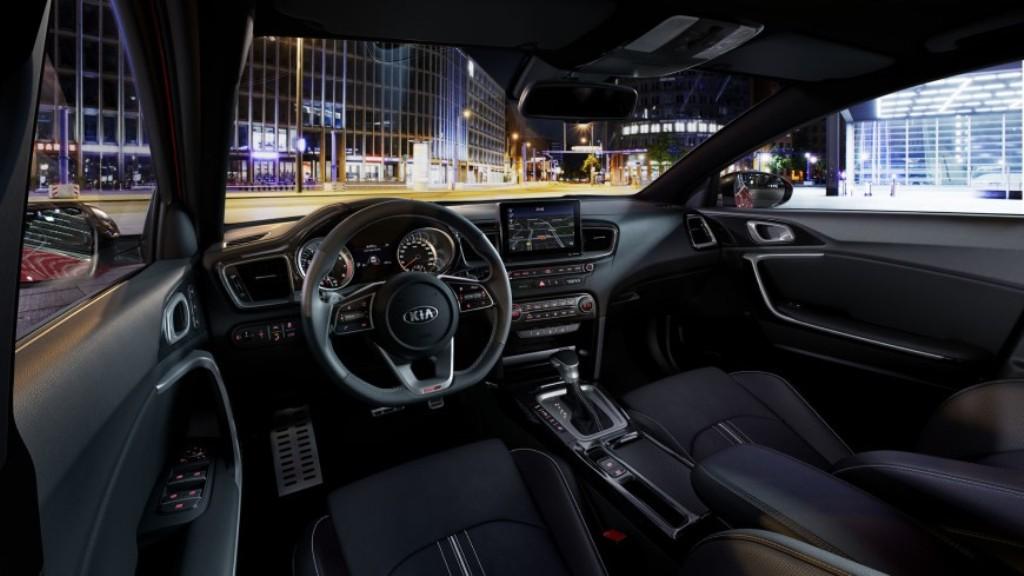 Модель имеет просторный и эргономичный салон, свойственный версии GT-Line