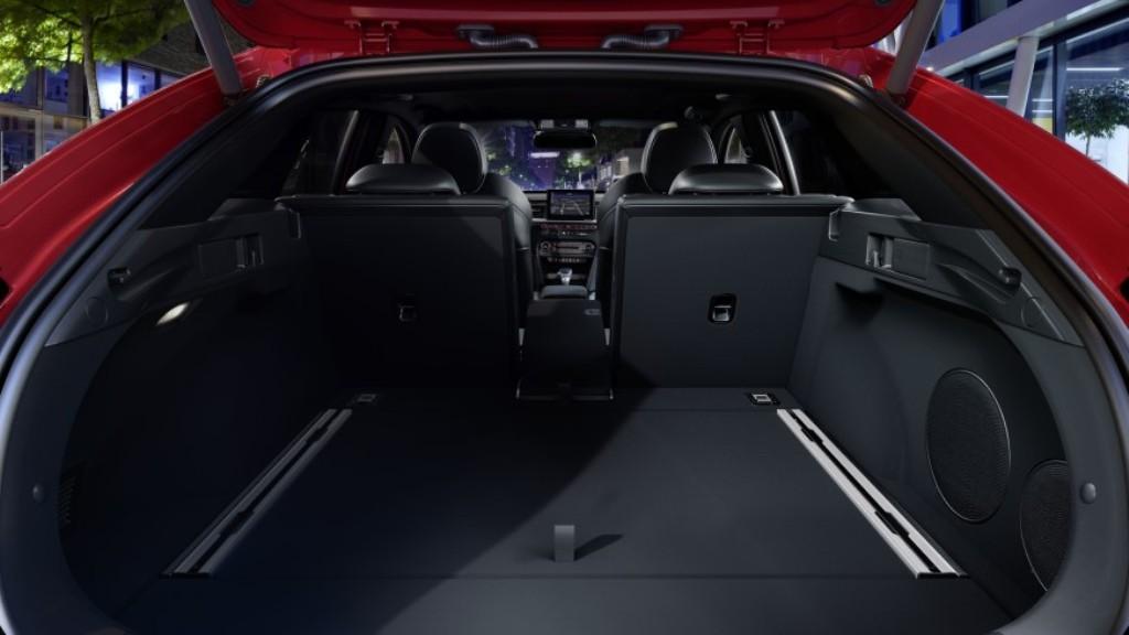 Объем багажника - 594 литра