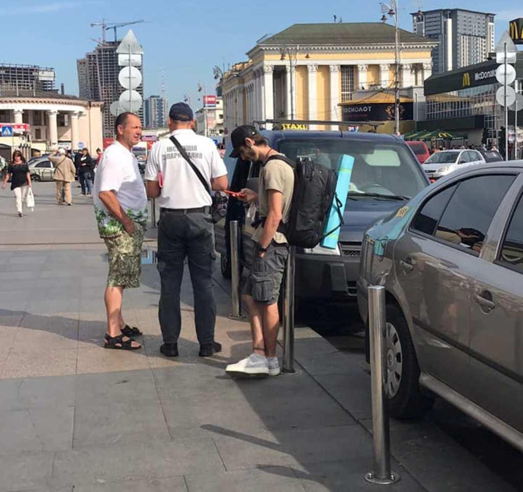 Инспекторы продолжают эвакуировать автомобили