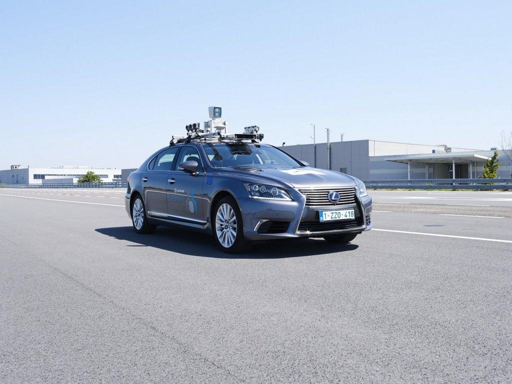 Lexus LS, оснащенный всем необходимым для самостоятельного управления, будет передан для тестов в Брюсселе
