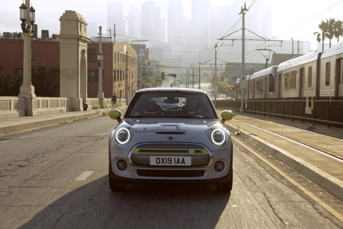 BMW официально представила электрический Mini Cooper