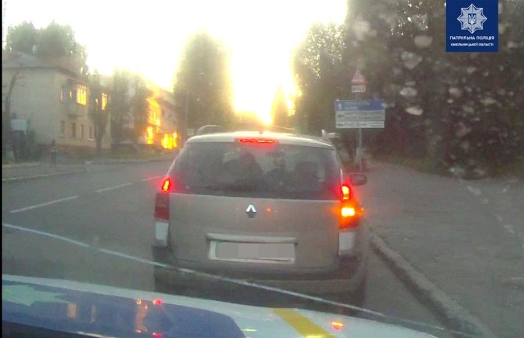 Водитель на веселе пытался дать взятку инспекторам