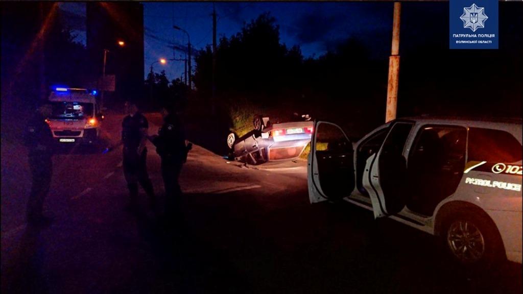 Пьяный водитель перевернулся на автомобиле