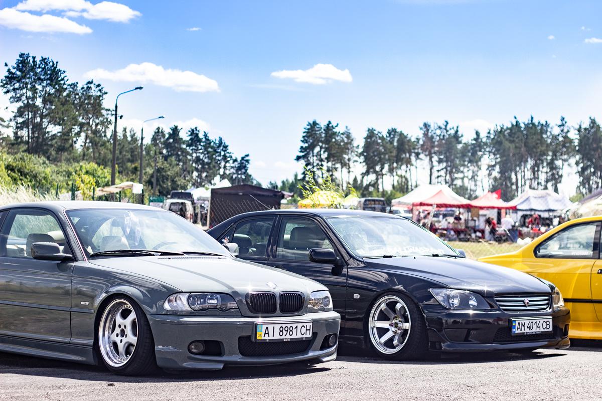BMW 3 E46 и Lexus IS
