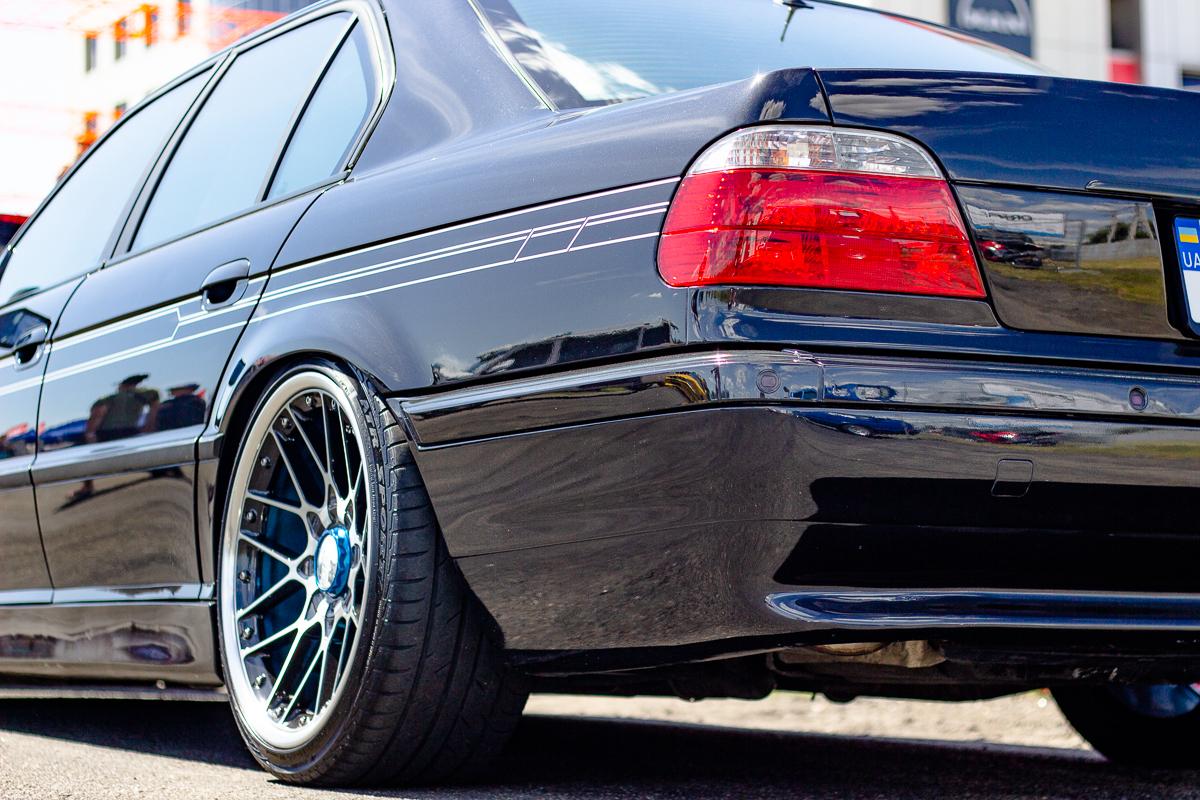 Выставочная BMW E38