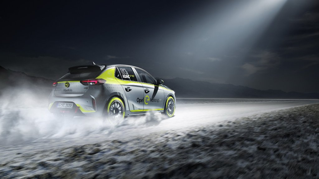 В движение Opel Corsa-e Rally приводит электромотор мощностью 136 л.с.