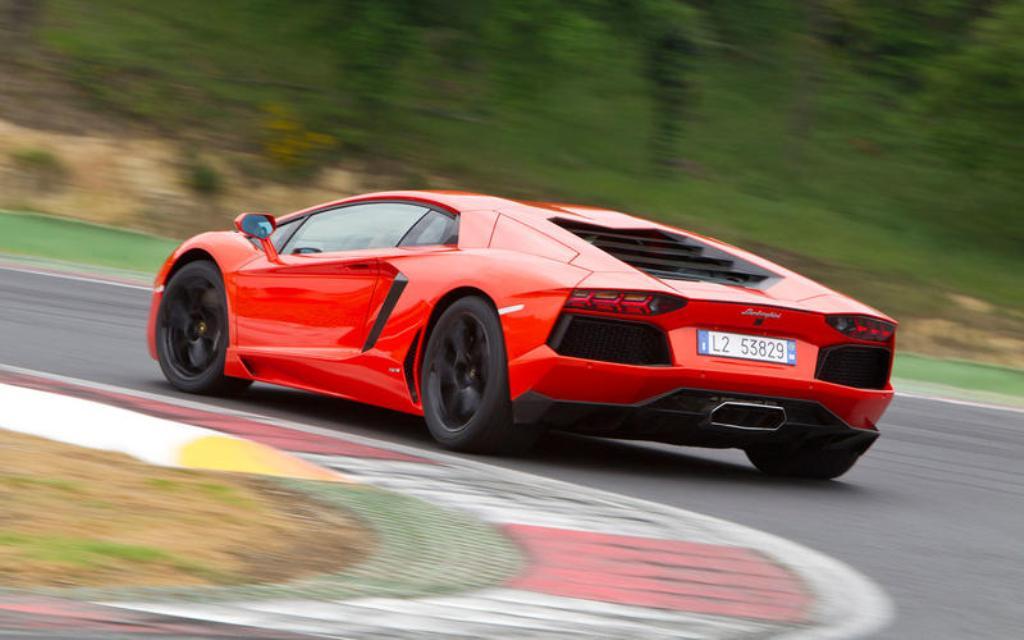 Lamborghini Aventador (2011)
