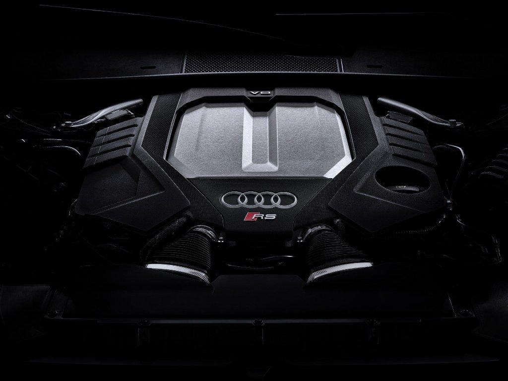 В движение RS 6 Avant приводит 4,0-литровый битурбированный двигатель V8 мощностью 592 л.с.