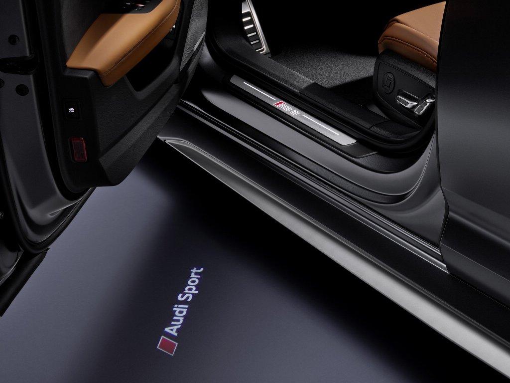 Интерьер RS 6 Avant содержит впечатляющие акценты RS