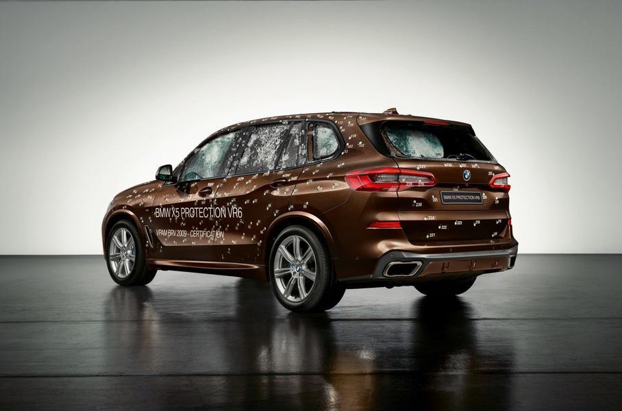 В бронированный BMW Х5 выстрелили около 300 раз