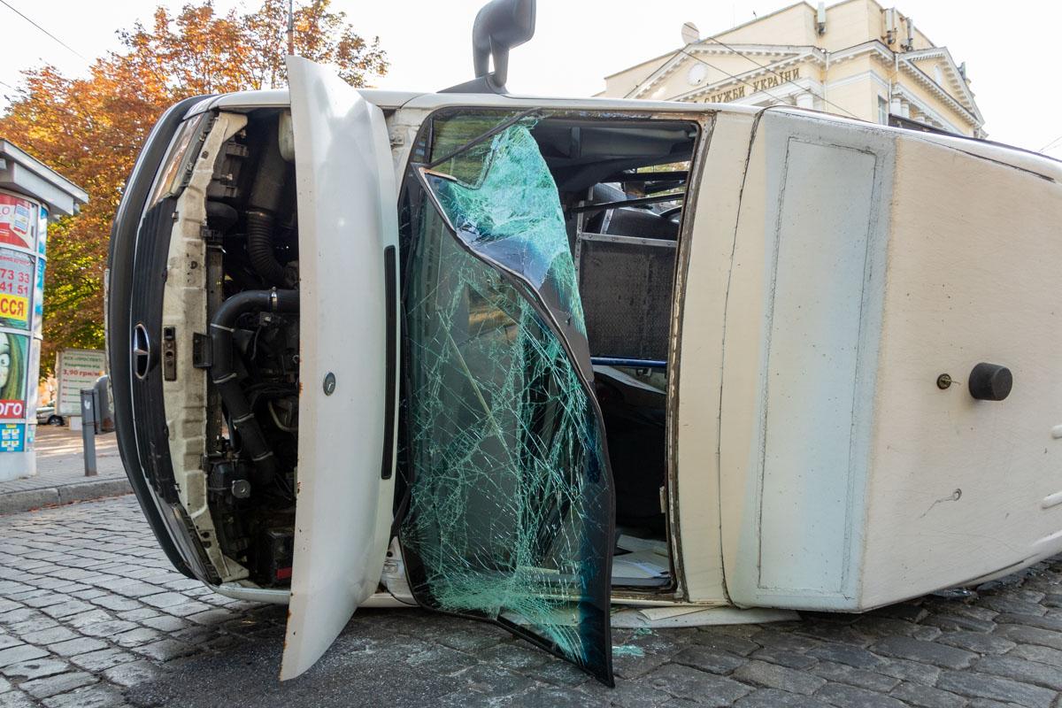 ДТП произошло на пересечении проспекта Яворницкого и улицы Вернадского