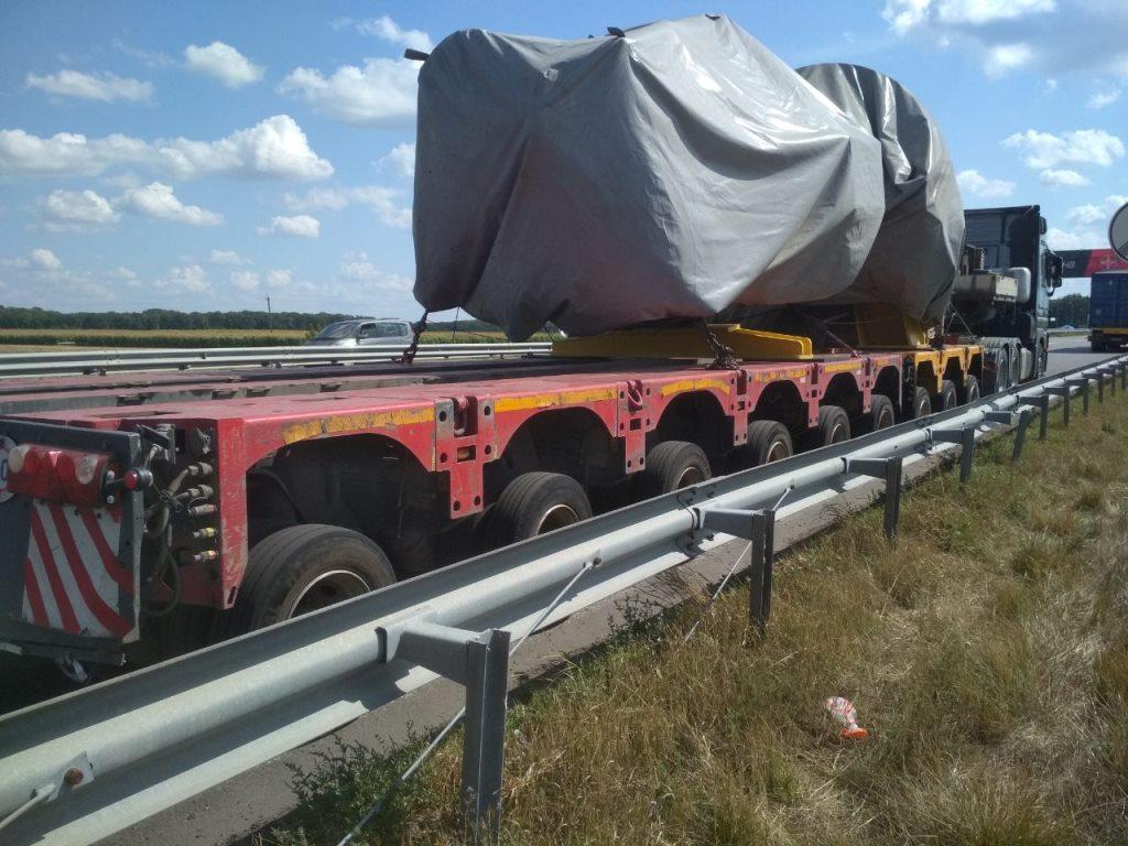 Грузовик Mercedes-Benz превысил весовое ограничение почти на 40 тонн