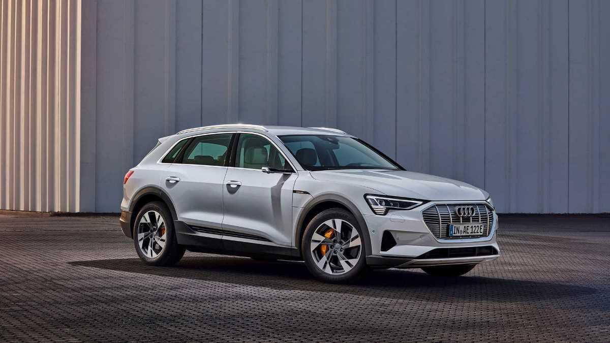 Audi выпустила бюджетную версию электрокара e-tron