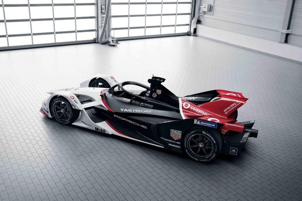 Компания применила традиционную ливрею Porsche, в которой представлены черный, белый и красный цвета